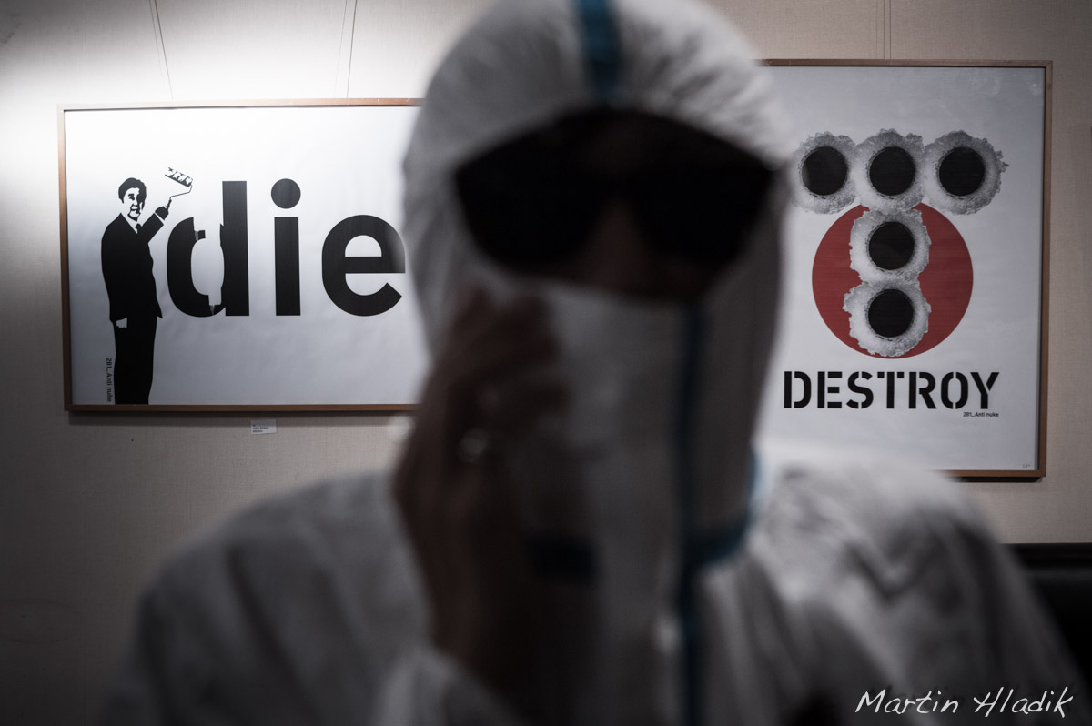 281-anti nuke artist during his exhibition in Foreign Correspondent Club of Japan